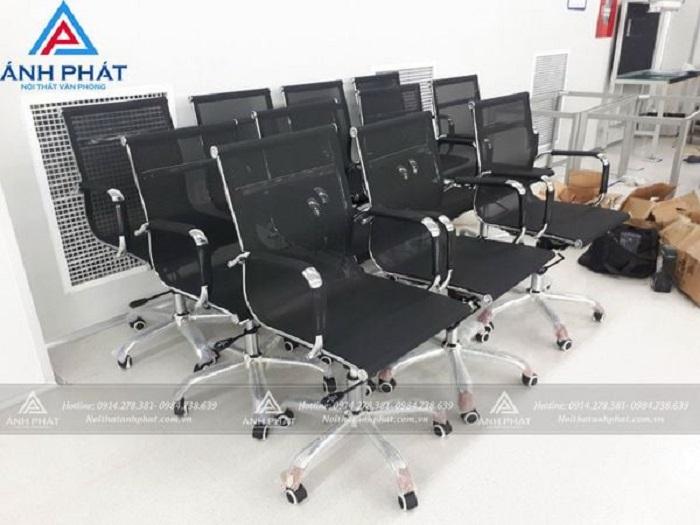 Cách chọn bộ bàn ghế làm việc giá rẻ uy tín